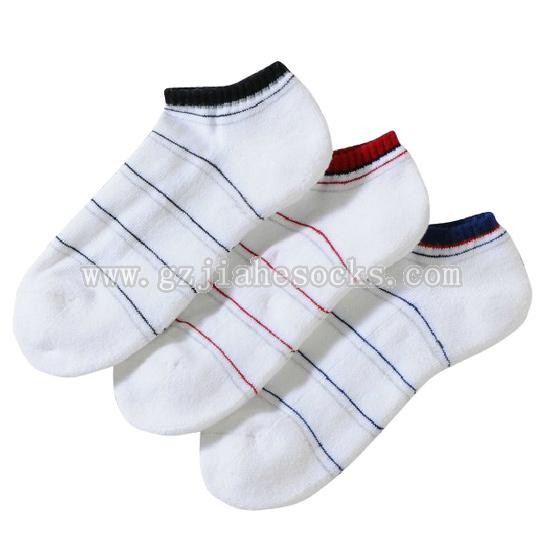Fashion stipe design athletic socks